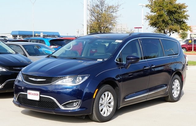 New 2019 Chrysler Pacifica Touring L 4d Passenger Van In Fort Worth
